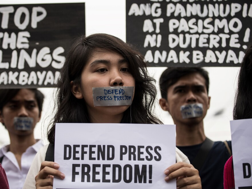 College students protest to defend press freedom in Manila on Wednesday, after the government cracked down on Rappler, an independent online news site.