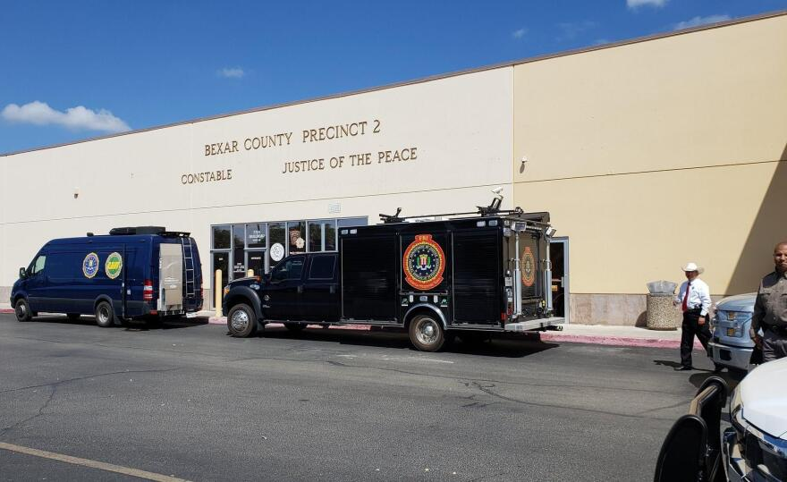 fbi_trucks_1_.jpg