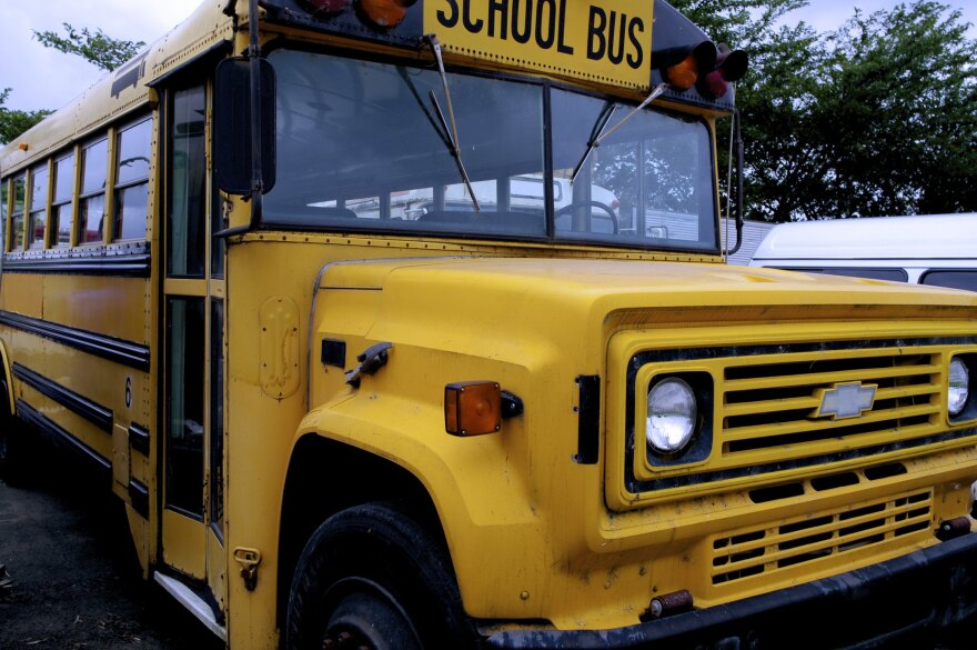 081112_ShinichiSugiyama_Flickr_schoolbus.jpg