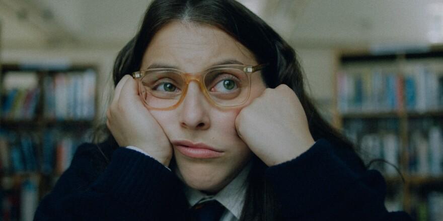 Johanna (Beanie Feldstein) in Coky Giedroyc's <em>How to Build a Girl.</em>