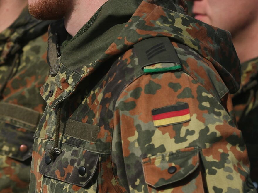 An officer in Germany's special forces unit is set to be suspended after military investigators found ties to right-wing extremism.