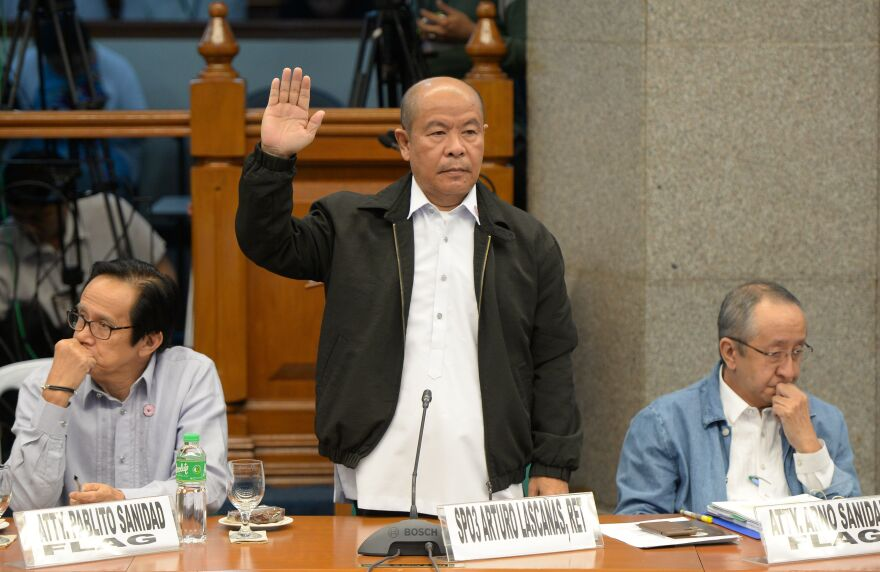 """Retired police officer Arturo Lascañas takes his oath during a Senate hearing in Manila on March 6, 2017. The former police aide of Philippine President Rodrigo Duterte said he was part of a """"death squad"""" that took part in hundreds of killings when Duterte was a city mayor."""