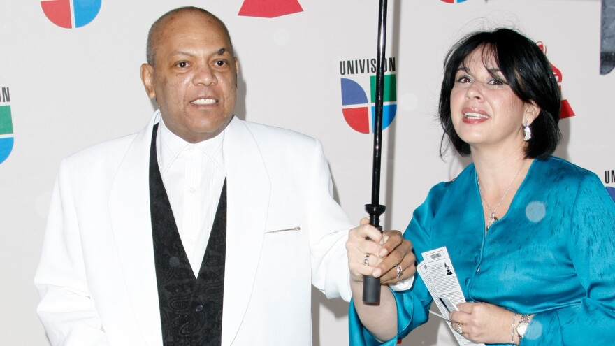 Colombian singer Joe Arroyo (left) arrives at the Latin Grammy awards in 2008.