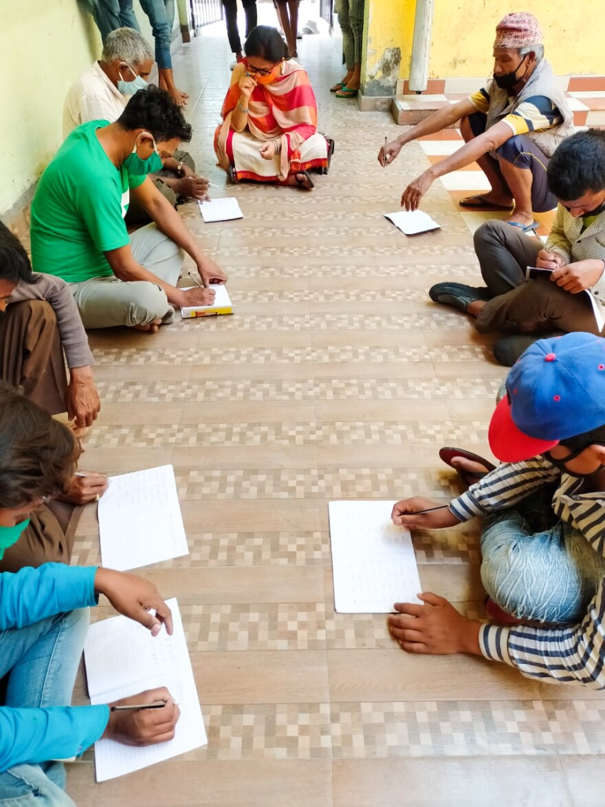 Illiterate migrant laborers in lockdown learn to read and write.