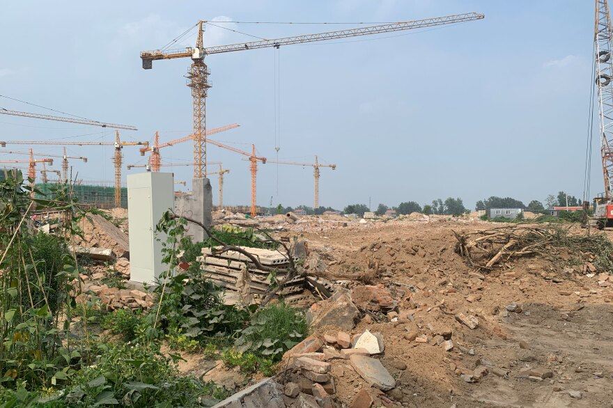 Construction cranes moved into Red Boat Village, despite a Shandong provincial government ban on forcible demolition in late June.