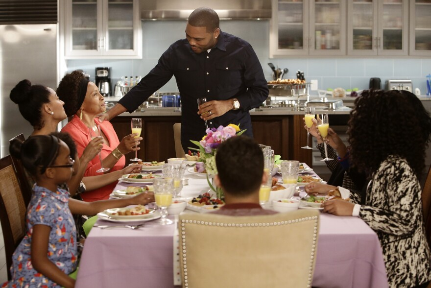 Anthony Anderson and Tracee Ellis star in ABC's <em>Black-ish</em>.