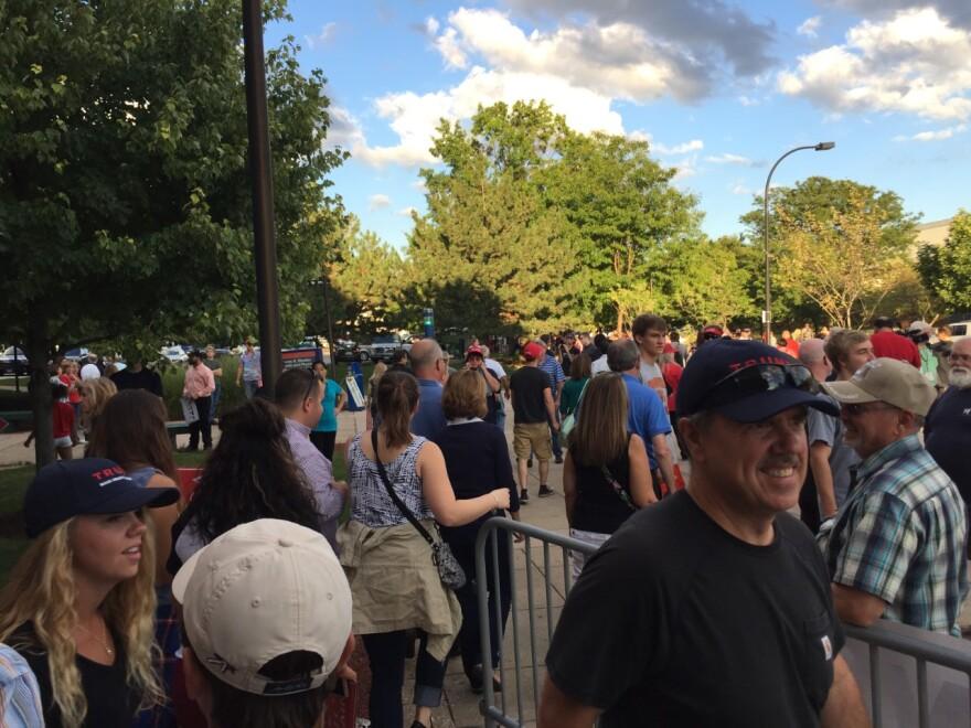 Akron Trump Rally, outside