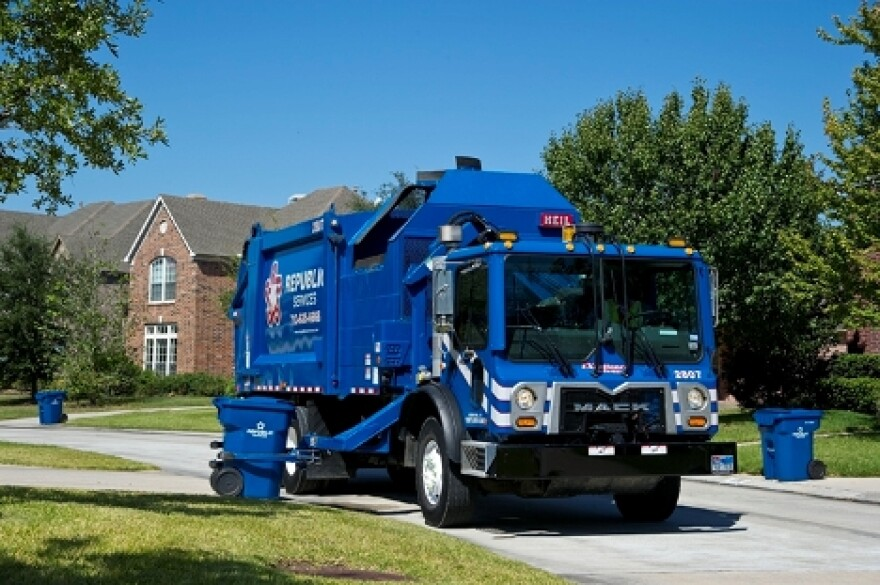 Republic_Services_residential_truck.jpg