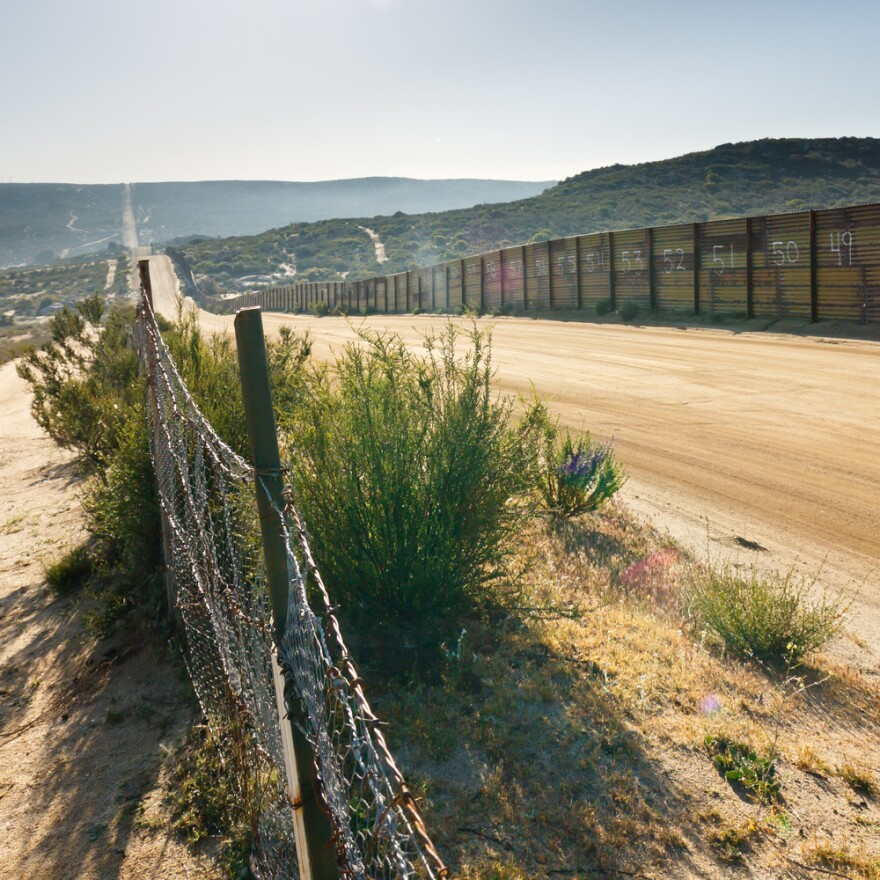 borderfence.jpg