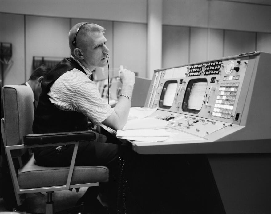 1965_04_Gene_Kranz_NASA_photo_S-65-22203.jpg