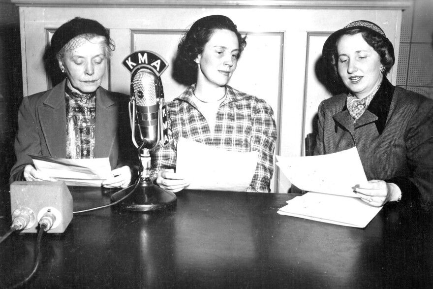 Evelyn Birkby interviews guests on her KMA radio program, <em>Down a Country Lane,</em> in 1951 in <em> </em>Shenandoah, Iowa.