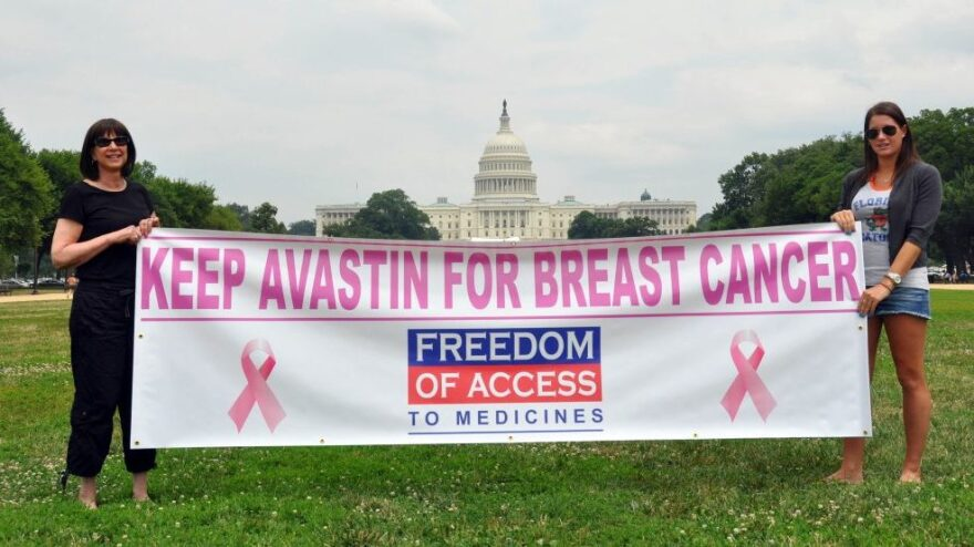 <p>Arlene Kalley and her daughter Leila, who support the use of Avastin for breast cancer, hold a banner outside the National Mall in Washington in June.</p>