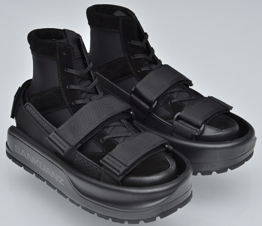 The Sankuanz shoes for shoes are meant to protect the first pair of sneakers from dirt and damage.
