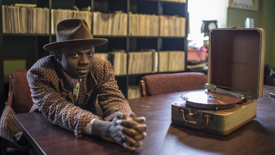 """""""Having not grown up here, I feel I'm always educating myself on what this country is, what it has been and perhaps what it can be."""" J.S Ondara's debut album is <em>Tales of America.</em>"""