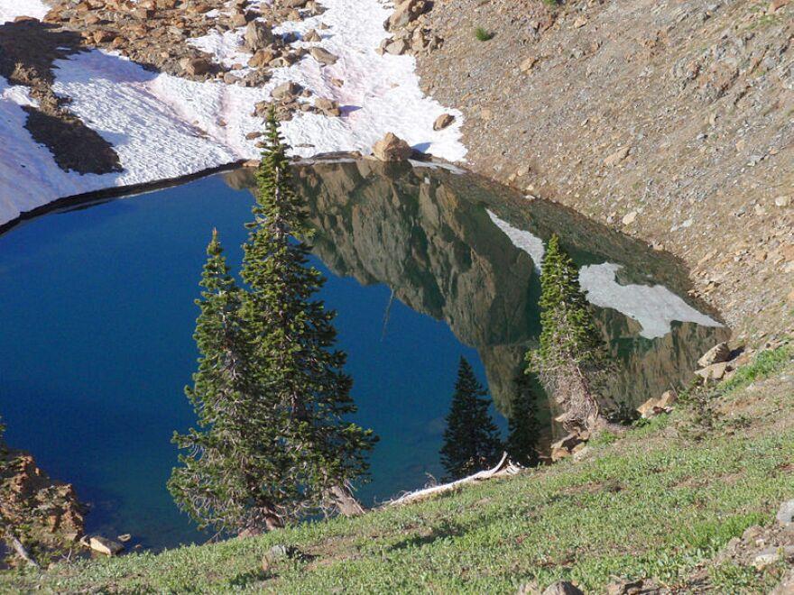 Trinity_Alps_Small_Lake.jpg