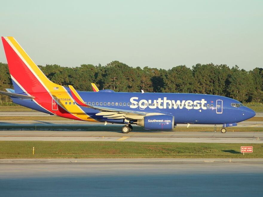 southwest_airlines_boeing_737-700__2014_livery_edit.jpg