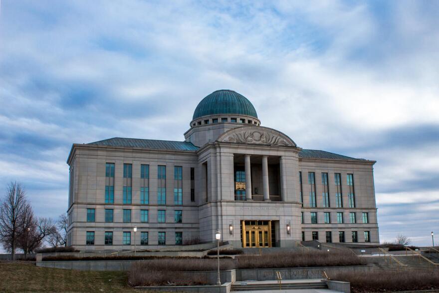 Supreme_Court_Building.jpg