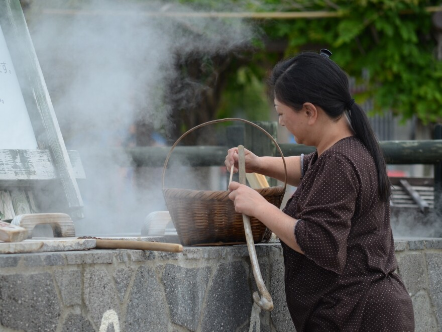 The hot water and steam from natural springs is not just for bathing — it can also be used to cook. Locals and tourists alike use the steam to cook vegetables and eggs.
