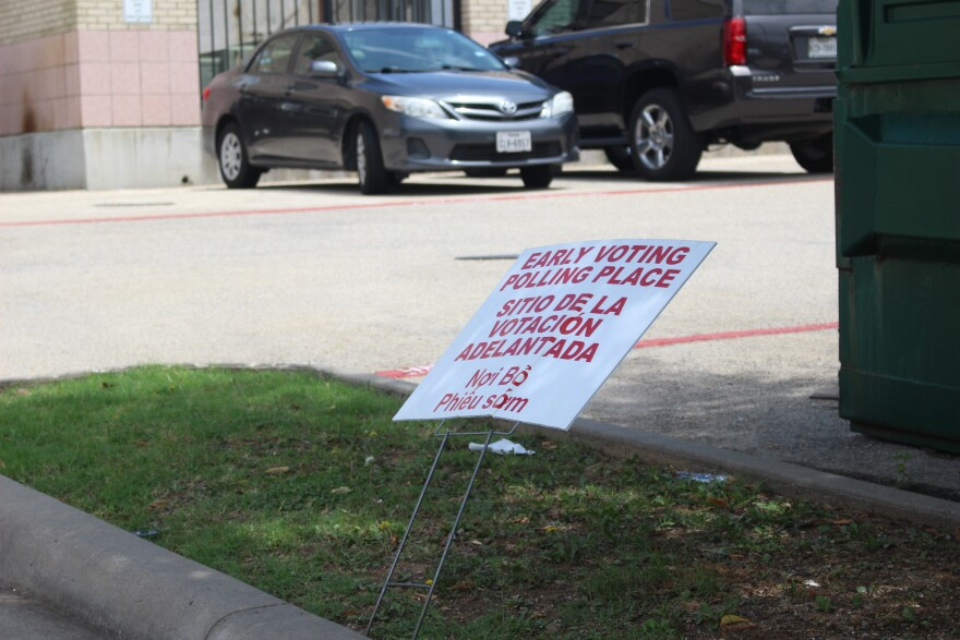 Early voting sign.