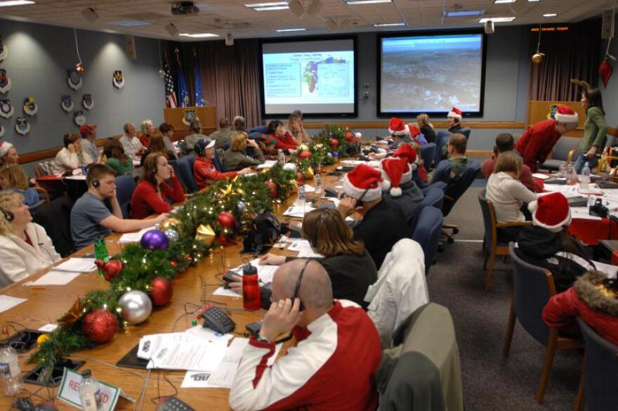 NORAD_Tracks_Santa_2007_Ops_Center.jpg