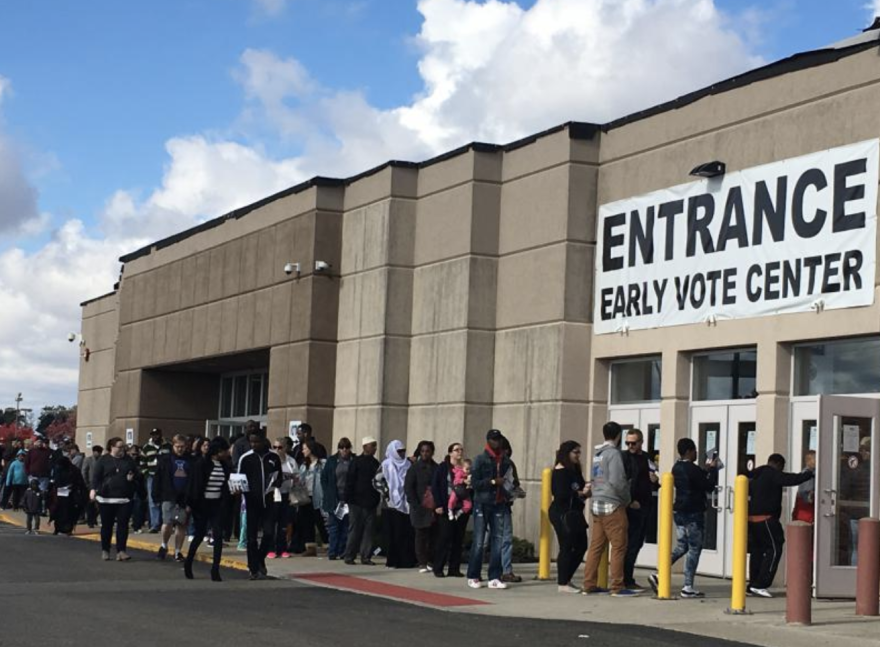 Voters enter Franklin County Early Vote Center in 2016
