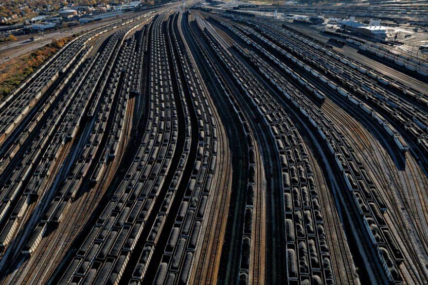 10-us-coal-terminal-loaded-railcars-890Norfolk,Virginia.jpg