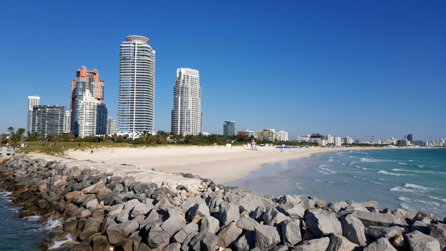 miami_beach_-_cristo_vlahos__wikimedia_.jpeg