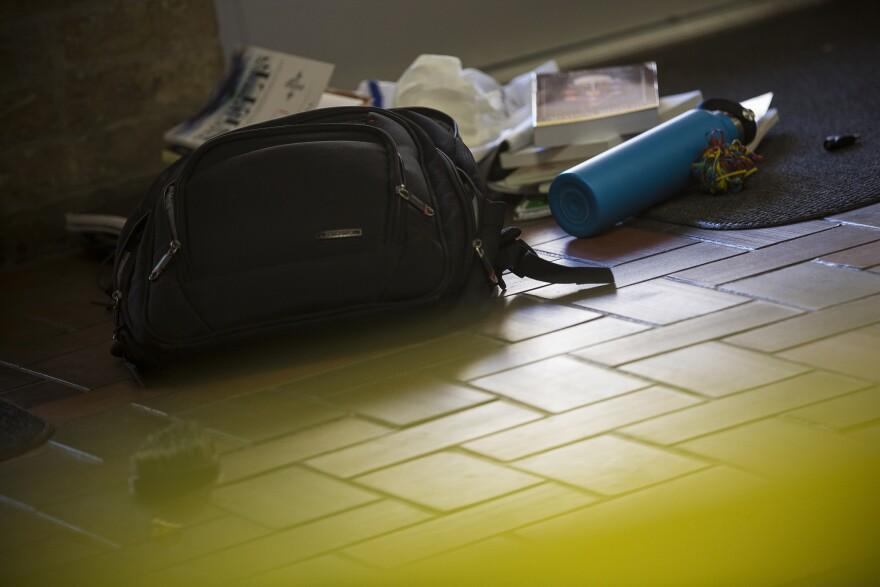 UT-Stabbing_Kendrex-White-backpack.jpg