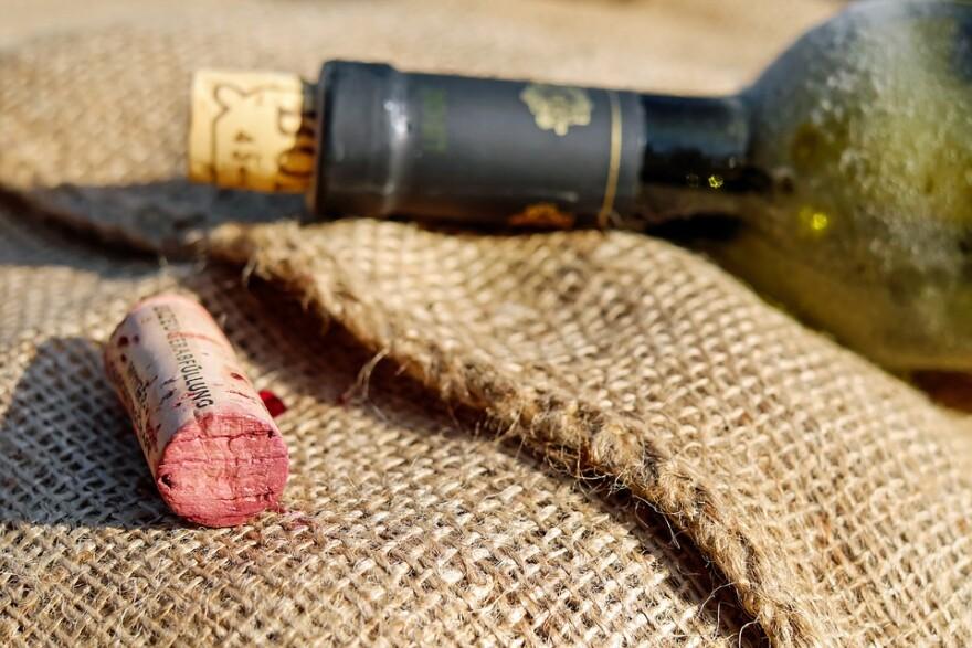 wine_bottle_and_cork.jpg