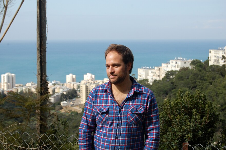 Former Israeli soldier Noam Chayut says small incidents periodically disturbed his worldview — but spending time with people who shared his new mindset was key to cementing it.