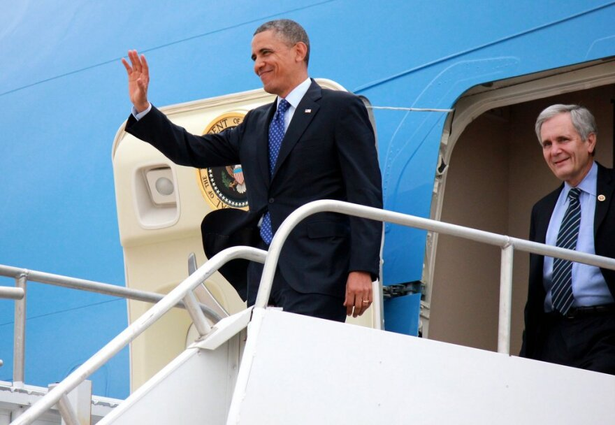 Obama Air Force 1.jpg