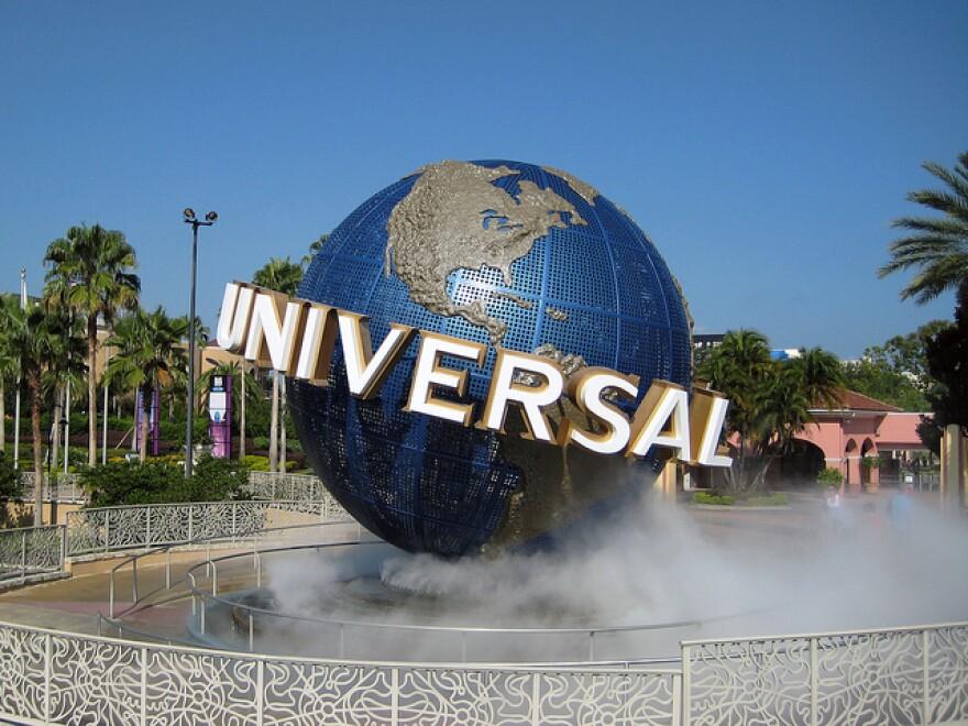 universal_robert_linsdell_-_flickr.jpg