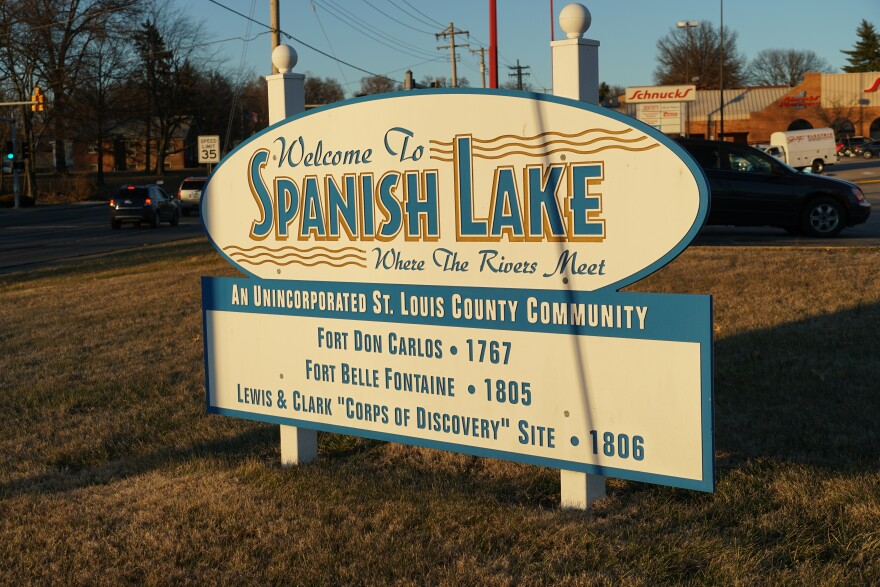 Spanish Lake sign welcomes visitors