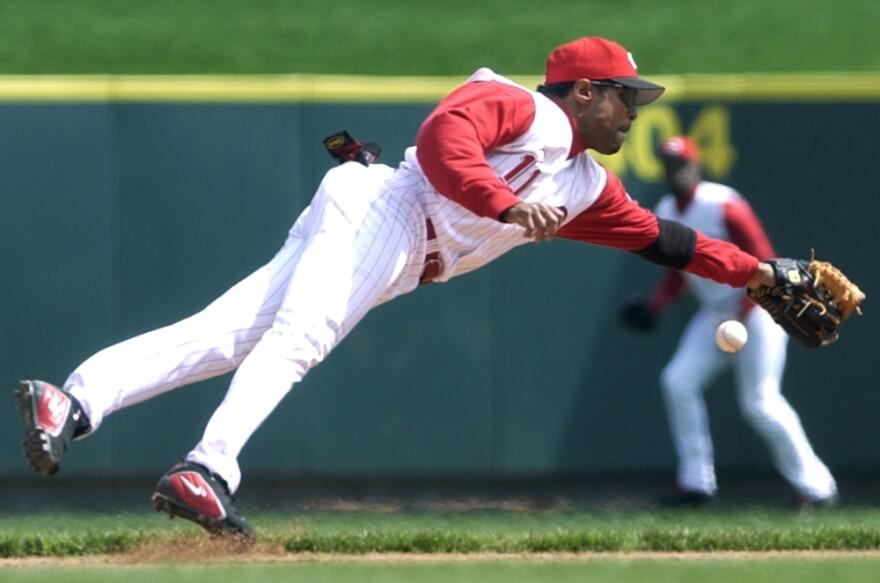 Cincinnati Reds shortstop Barry Larkin knocks down a base hit by Pittsburgh Pirates' Jack Wilson in 2004.