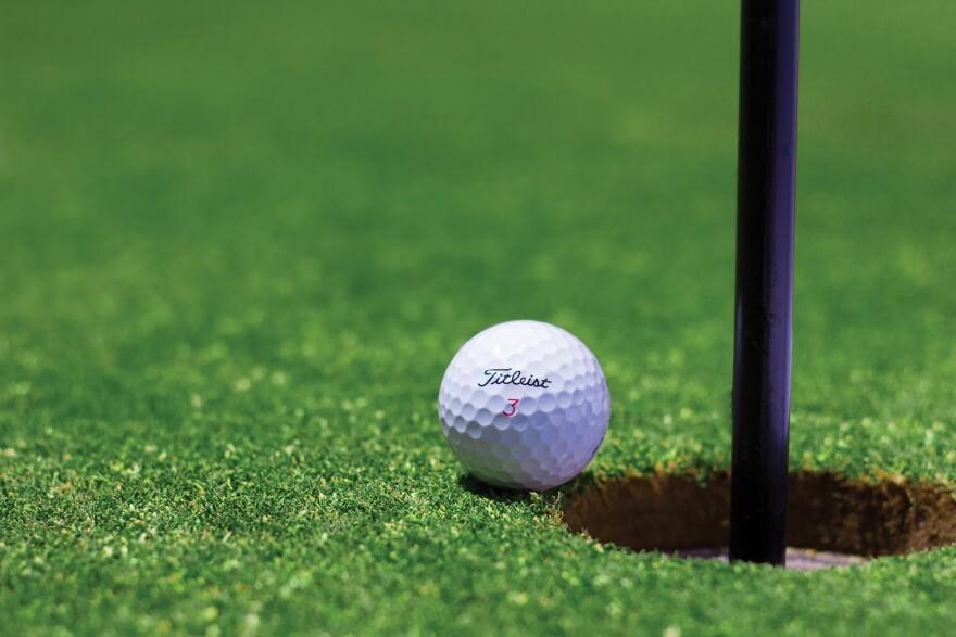 golf-golf-ball-vacation-1284012_1920.jpg