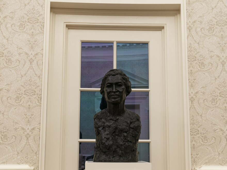 A bust of civil rights leader Rosa Parks in the Oval Office.