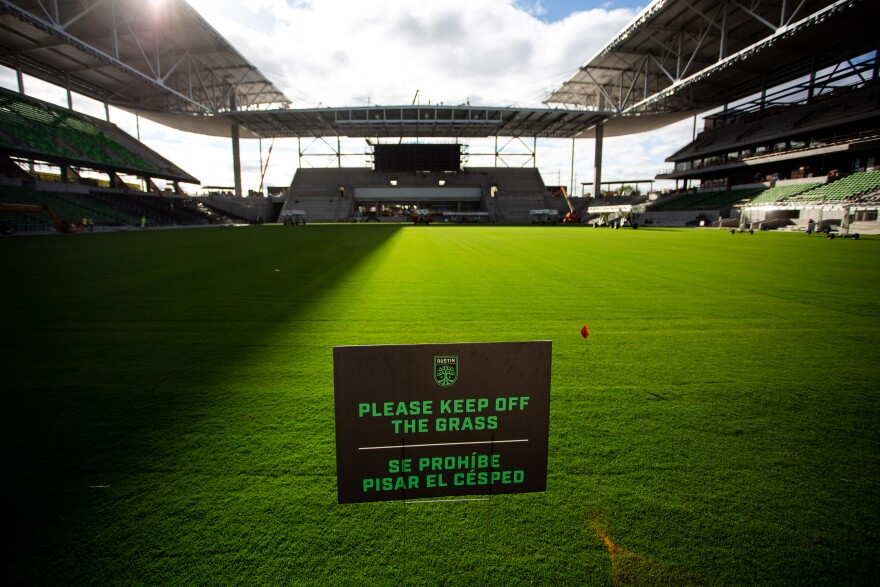 A sign asks people to keep off the grass.