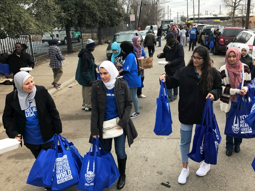 mlk_volunteers_street_1edited.jpg