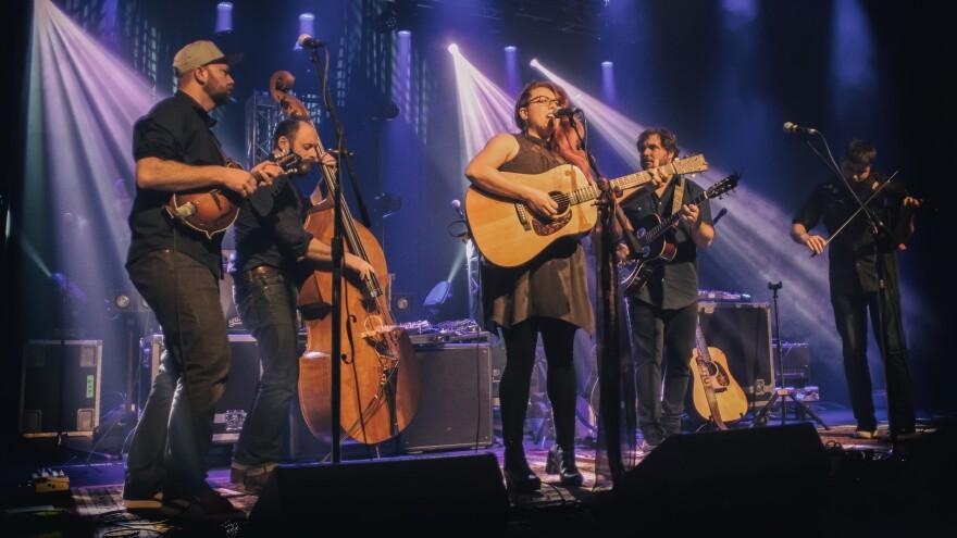 Adam Roszkiewicz, Jeremy Darrow, Melody Walker, Jacob Groopman and Leif Karlstrom make up the modern bluegrass band Front Country.