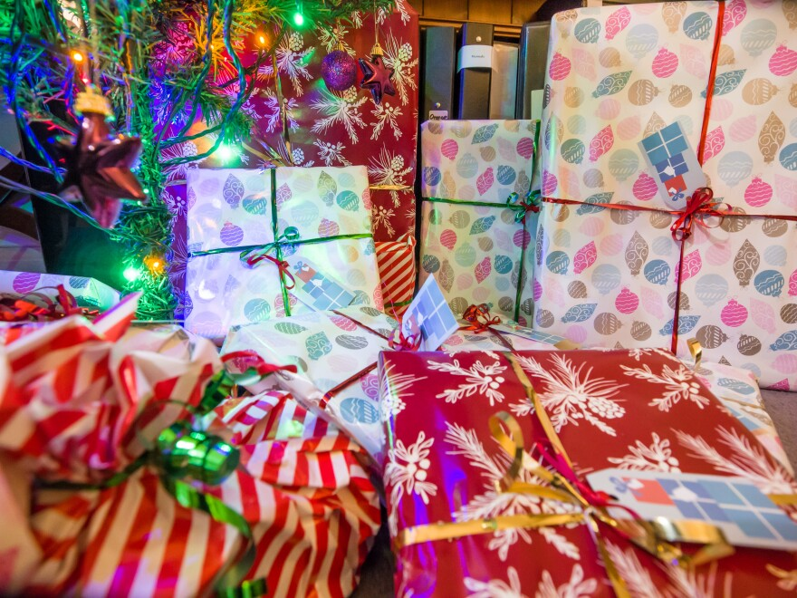 christmas_presents_under_the_tree__11483648553__0.jpg