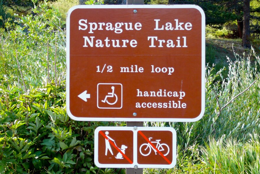 sprague-lake-trail-marker_fcc-f-delventhal_08072009.jpg