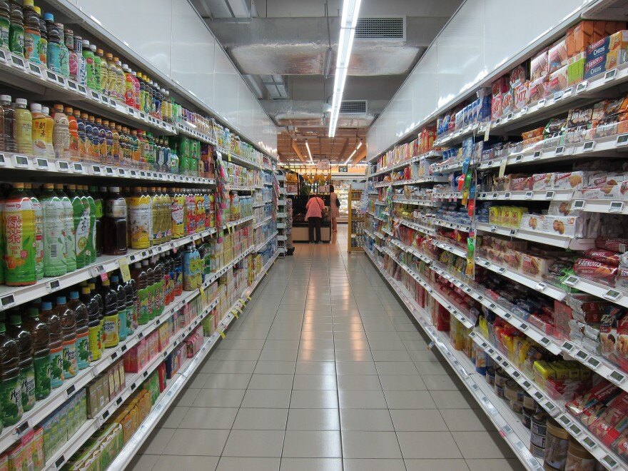 grocery-store-food-groceries-isle-shopping-2619380_1920.jpg