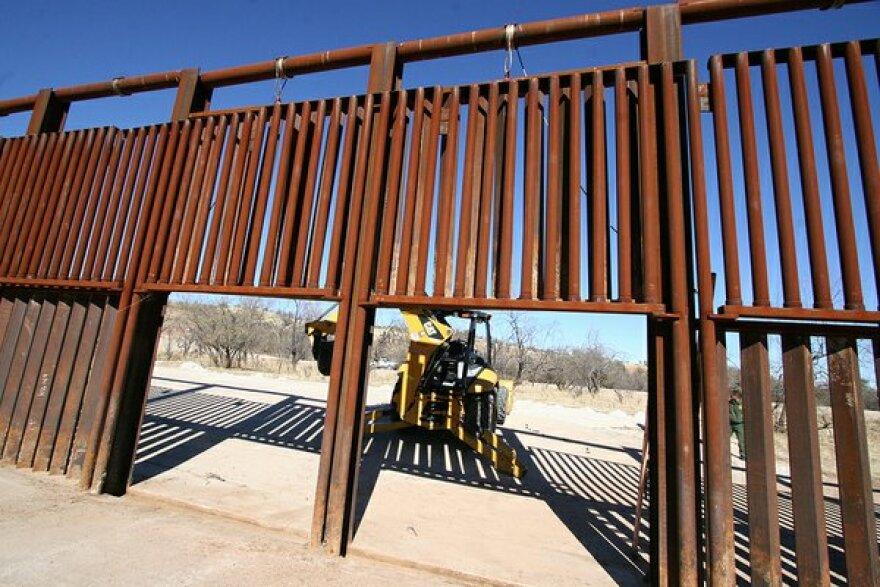 Fronteras_Border_Fence_130124.jpg