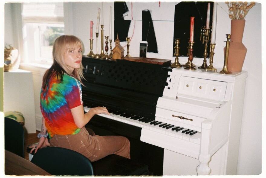 Hayley Williams at the piano.
