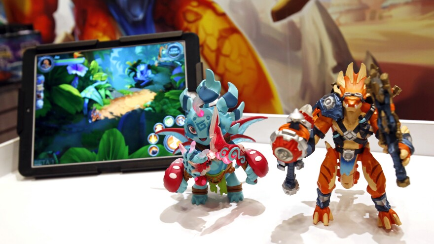 At the International Toy Fair, TOMY International and PlayFusion announced Toys R Us as the exclusive in-store retail launch partner for Lightseekers, the next generation of connected play featuring smart figures, trading cards and more.