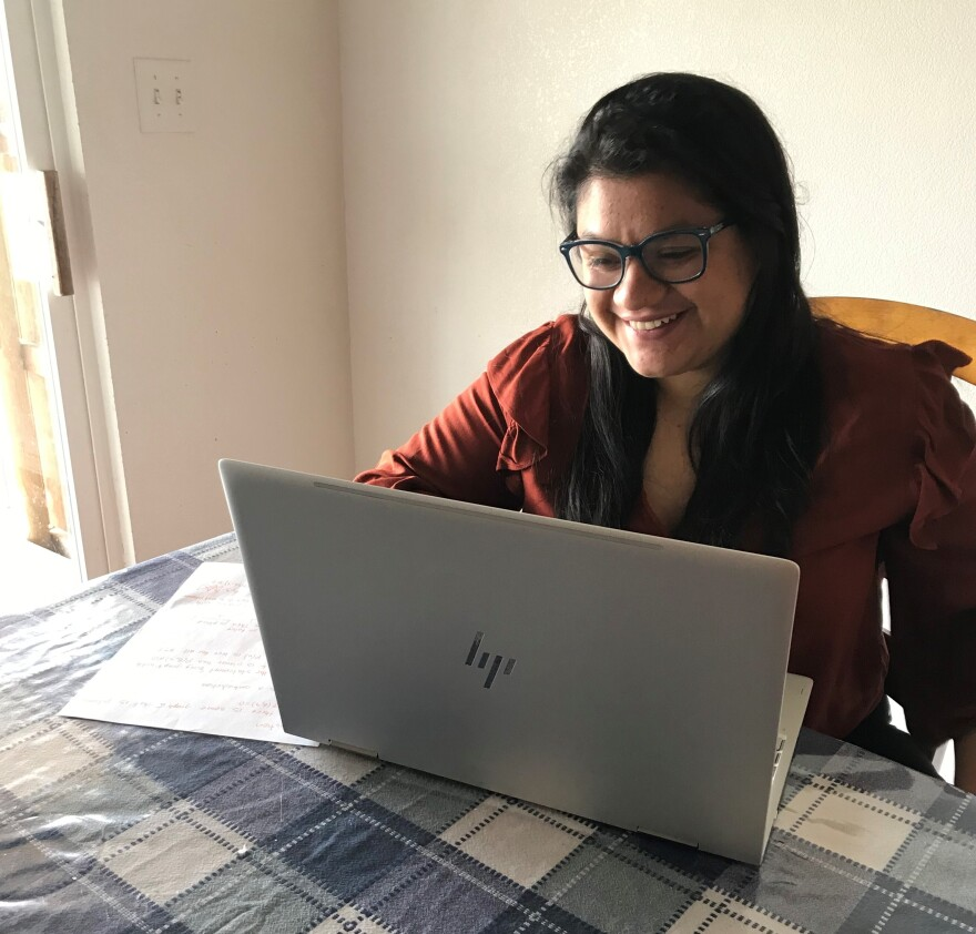 erika_cardenas_laptop_0.jpg