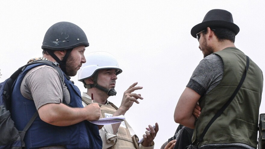 American journalist Steven Sotloff (left) talks with Libyan rebels on the Al Dafniya front line on June 2, 2011, in Misrata, Libya. Sotloff was kidnapped in August 2013 near Aleppo, Syria.