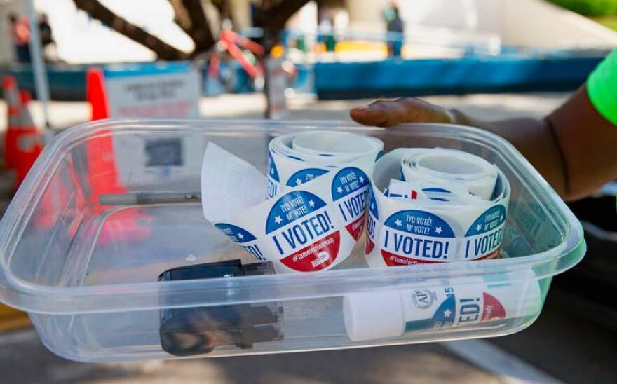 004 Early Voting Miami Beach DS.jpg