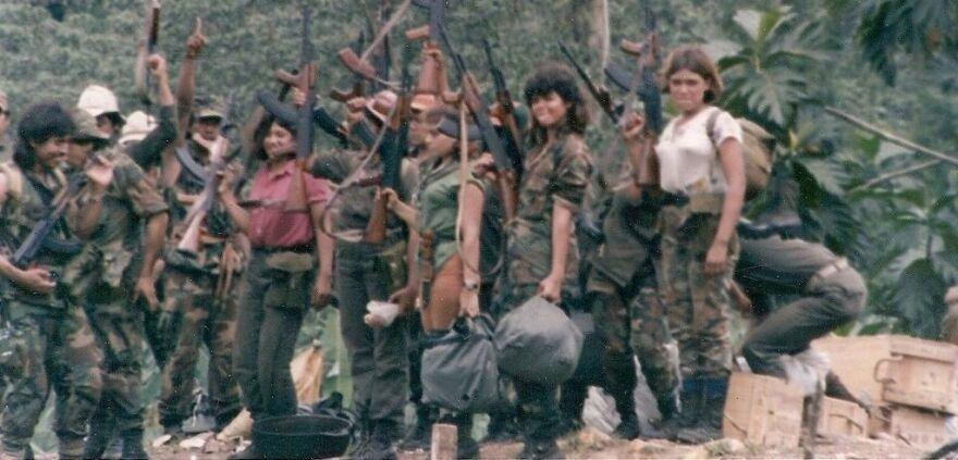 1024px-Contra_commandas_1987.jpg