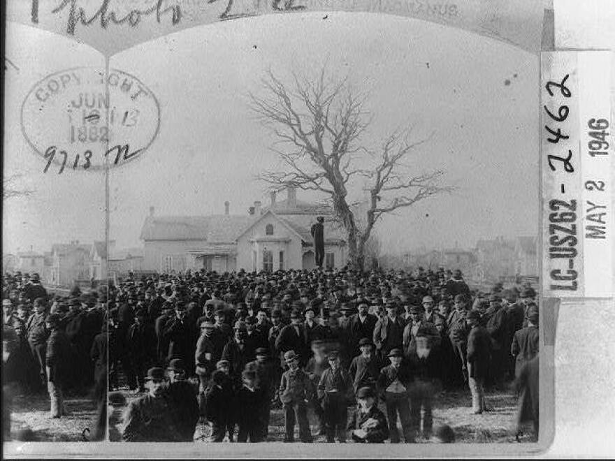 A lynching attended by a large mob.